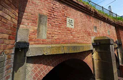 千貫樋 表面のゲートの戸当り部分